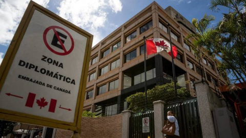 Canada's embassy in Caracas is to be temporarily shut. (Miguel Gutierrez / EPA)